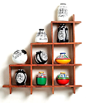 Wall decor with miniature pots india for Home decoration things