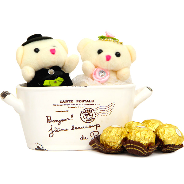 Couple Teddy N Chocolates