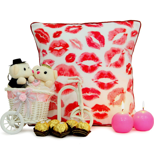 Kiss Me Cushion N Couple Ride