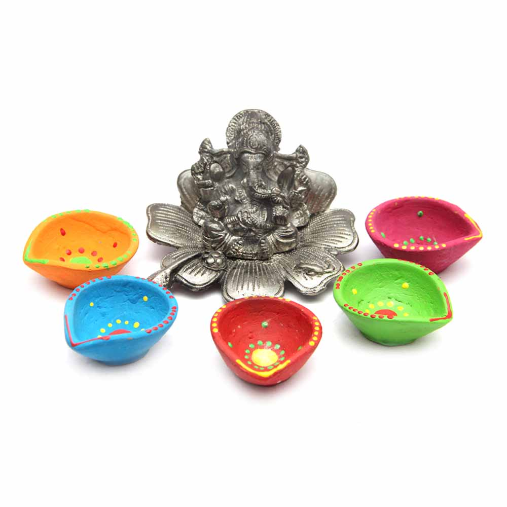 Diwali Diyas-Metallic Ganesha Figurine with Clay Diyas Set