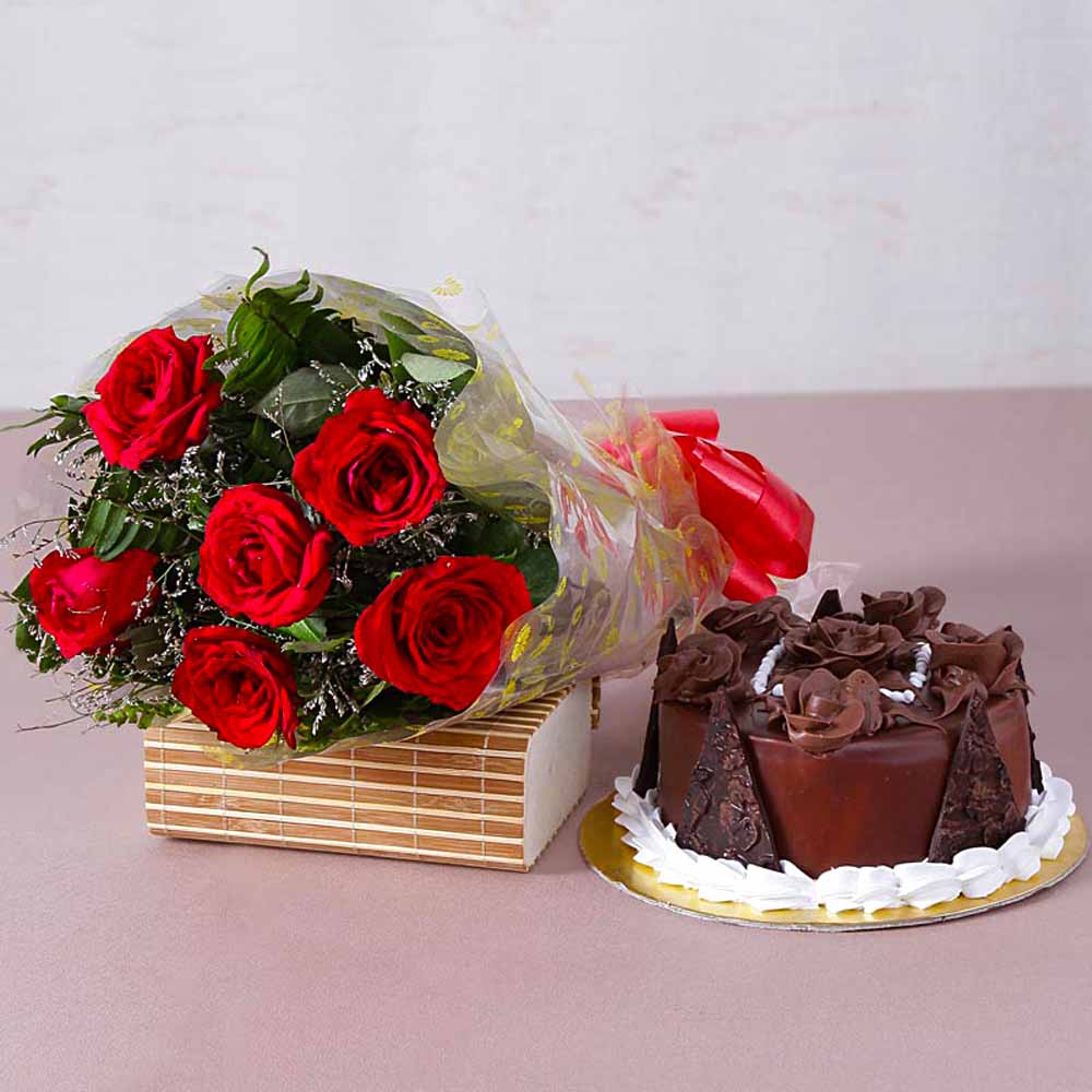 Six Red Roses Bunch with Half Kg Chocolate Truffle Cake