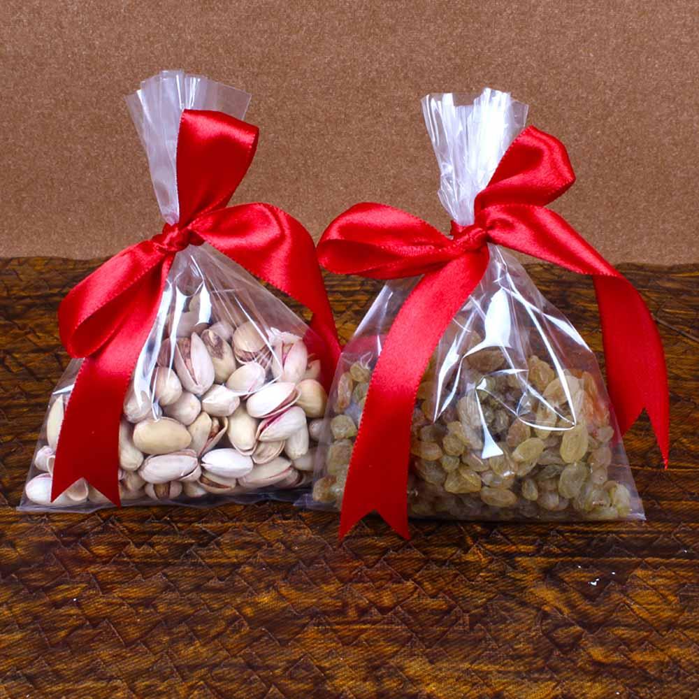 Pistachio Nuts and Raisins