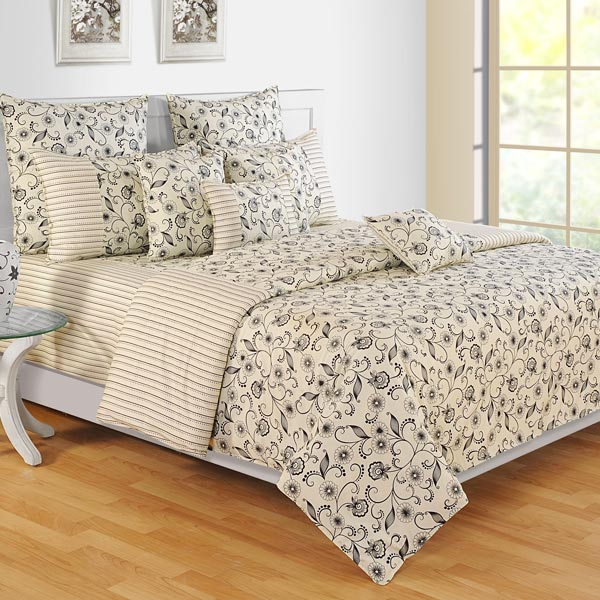 Creamy Floral Winter Comforter