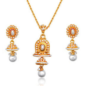 White & Gold Plated Pendant & Earrings Set
