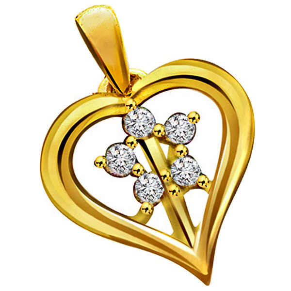 Flower Shape Diamond In Heart Pendant