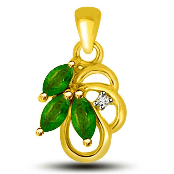 Emerald and Diamond Pendant in Yellow Gold