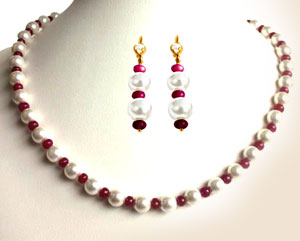 Single Line Pearl Necklace with Earrings