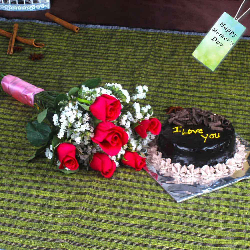 Lovely Red Roses Bouquet with Chocolate Cake
