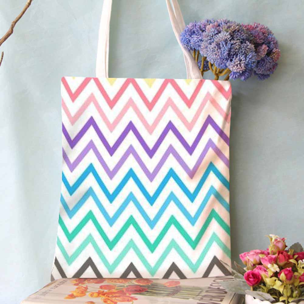 Shopping Bag In White Printed Zigzag
